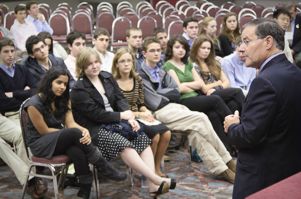 Assemblyman Jon Bramnick speaks to young visitors to the League Conference